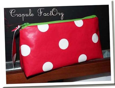 trousse_pois_toile_ciree_rouge