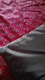 Plaid-Edredon en Liberty capel rouge, dos de coton taupe, passepoil beige 150x100 cm (5)