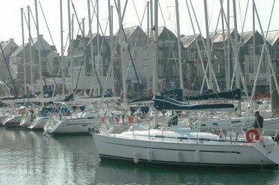 le-dragage-des-ports-de-plaisance-de-port-haliguen-quiberon_2214369_405x269