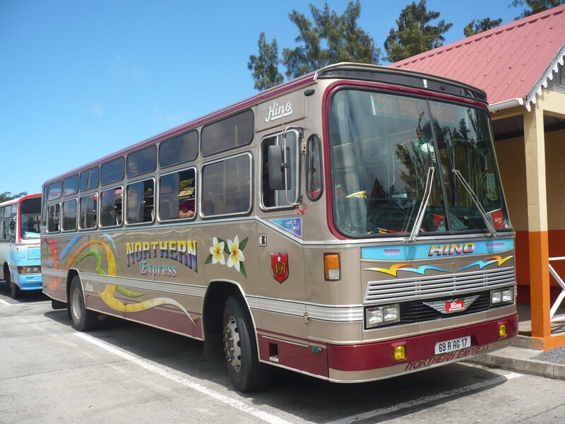 HINO autobus Northern Express Port Mathurin (1)