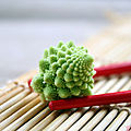 Eclair trop choux, glaçage wasabi et graines de sésame
