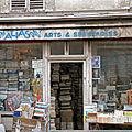 Scène de la rue parisienne.....