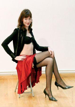 M03 - Jupe rouge et bas noirs