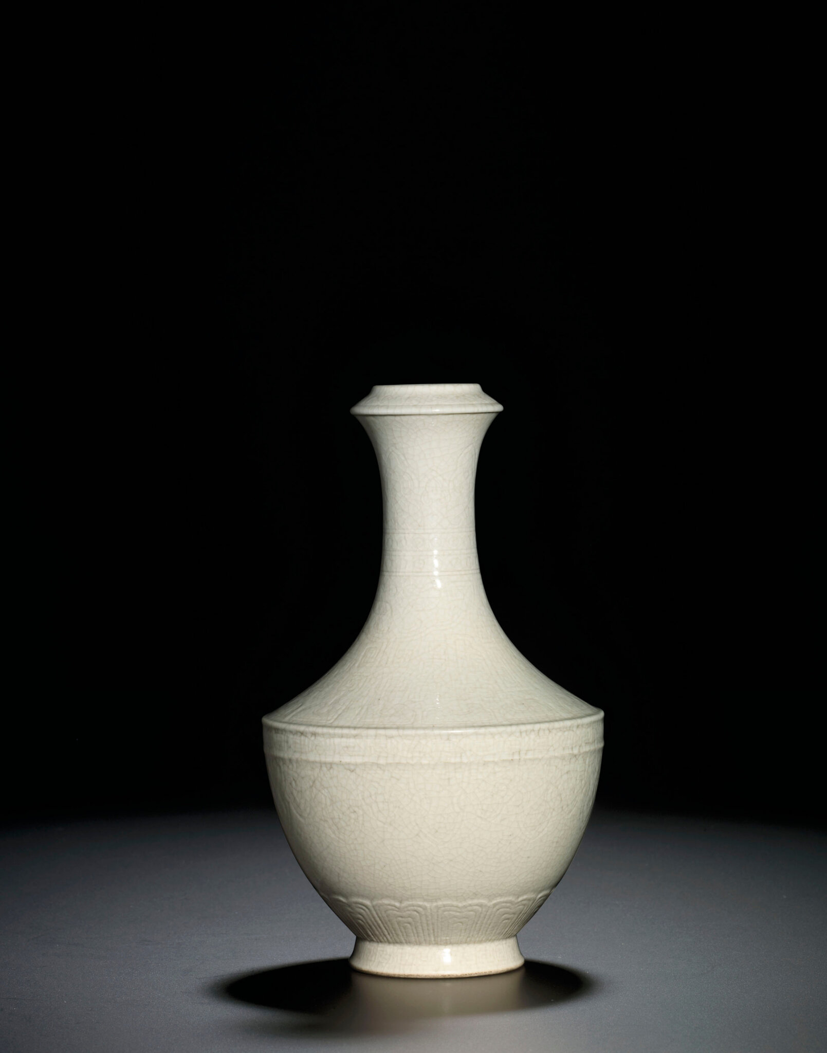 A fine soft-paste crackle-glazed archaistic vase, Qianlong impressed six-character seal mark and of the period (1736-1795)
