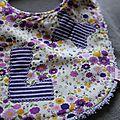 Bavoir L violet détail