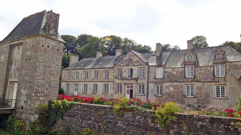 800px-Gonneville-chateau01