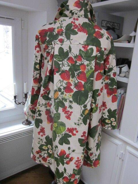 Ciré AGLAE en coton enduit écru imprimé fraises et groseilles fermé par un noeud dasn le même tissu (7)
