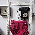 Culotte en coton rouge framboise à pois blanc et noeud vichy marine et blanc (2)