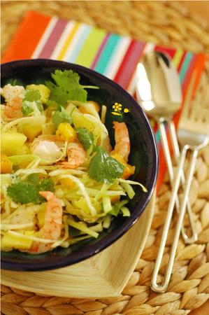 Salade chou vert, mangue, ananas & crevettes_1