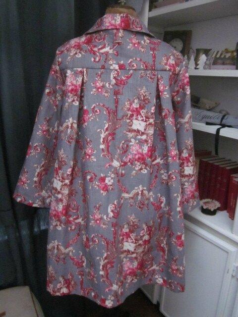 Manteau AGLAE en lin gris imprimé toile de Jouy Pastorale rouge (8)