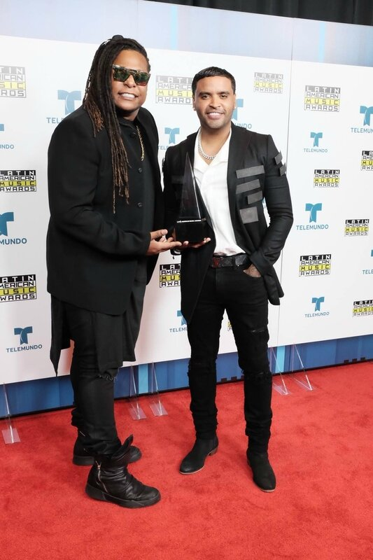 Zion-y-Lennox-Latin-American-Music-Awards-2016