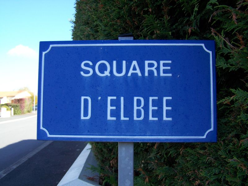 Yzernay (49), square d'Elbée