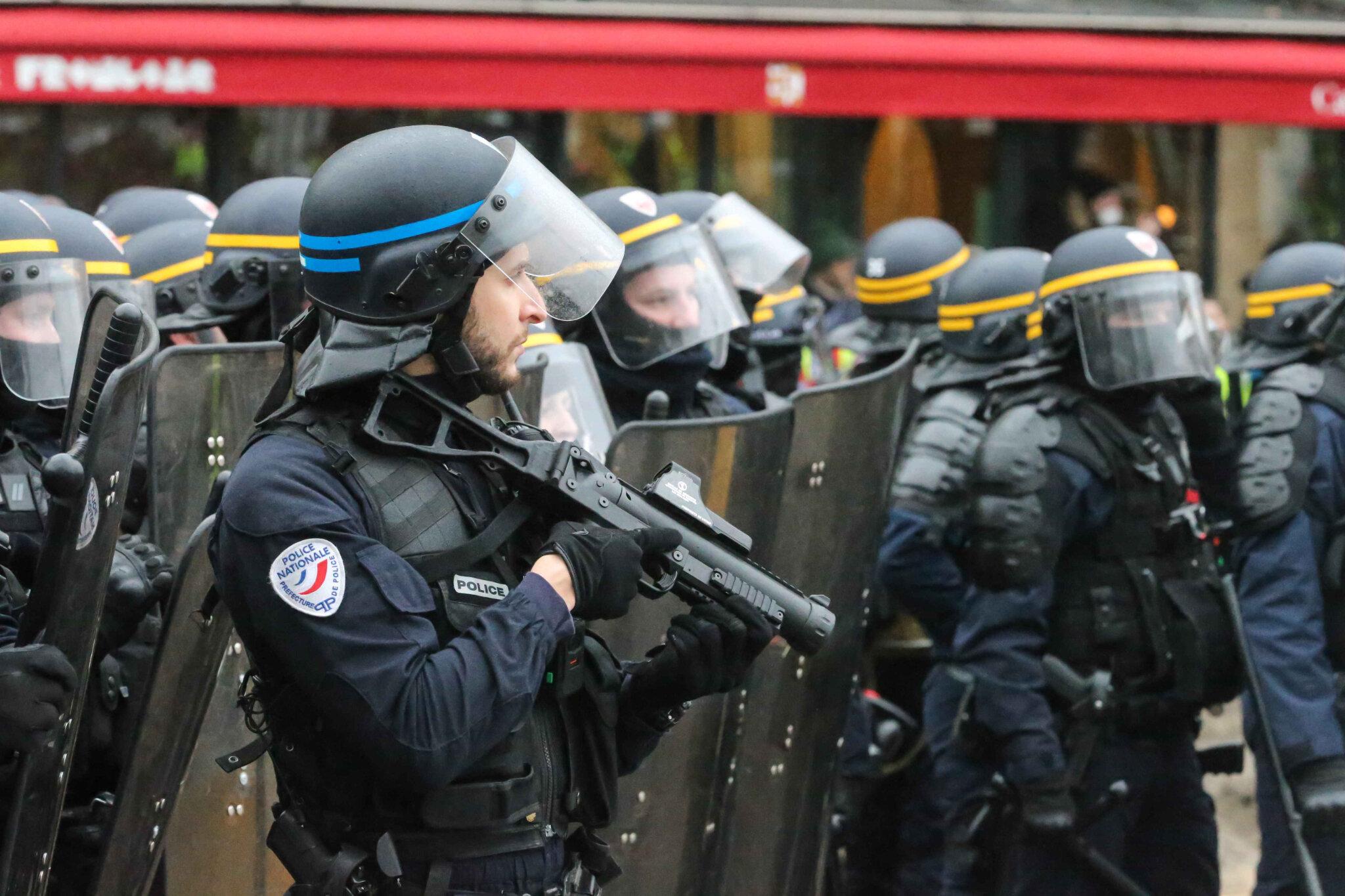 Le ministère n'oblige pas vraiment les policiers à filmer leurs tirs. © Michel Stoupak. Sam 26.01.2019, 16h35m04.