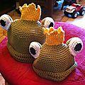 2 petits bonnets grenouilles!!!