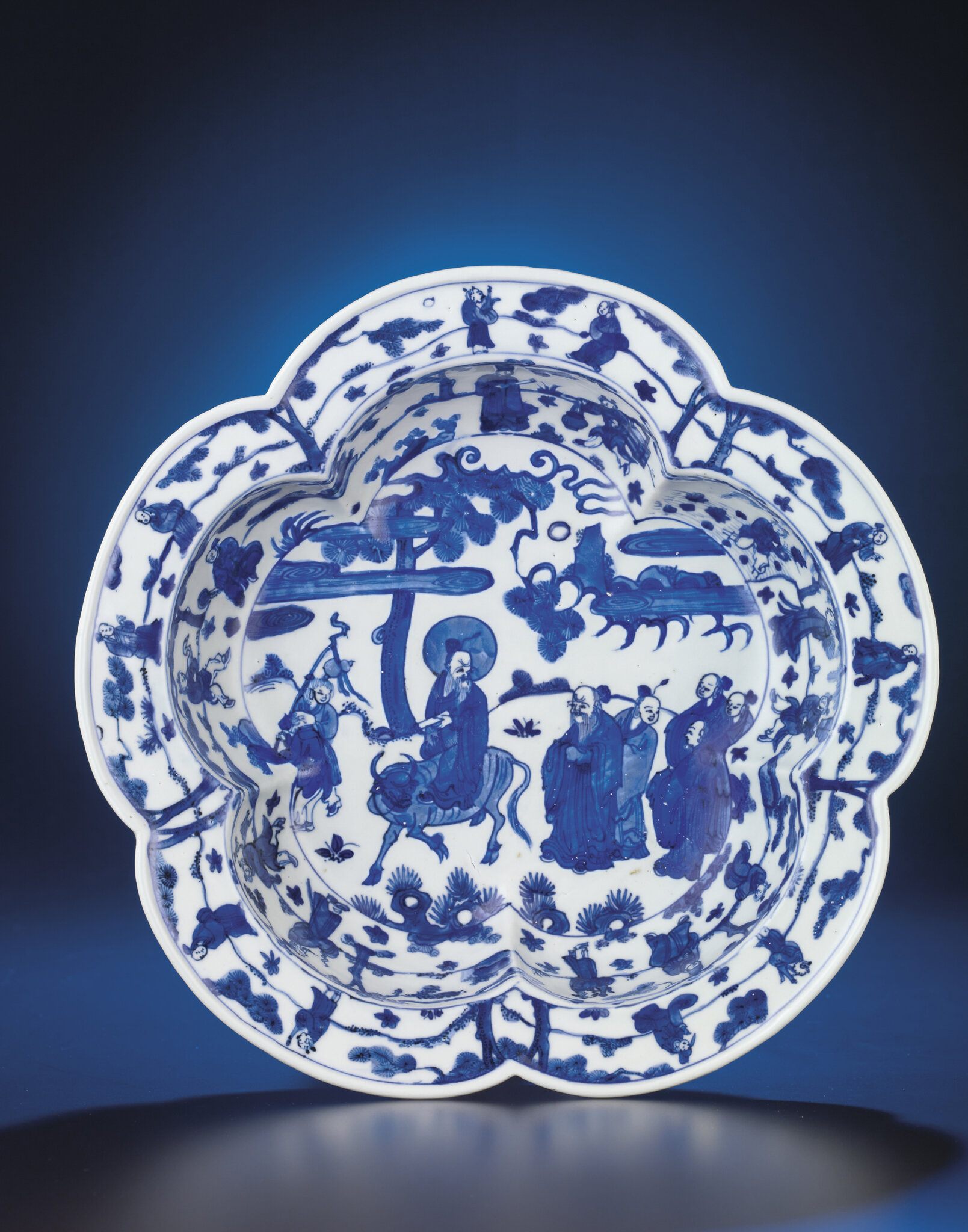 A fine and very rare Ming blue and white pentafoil basin, Wanli six-character mark within double-circles and of the period (1573-1619)