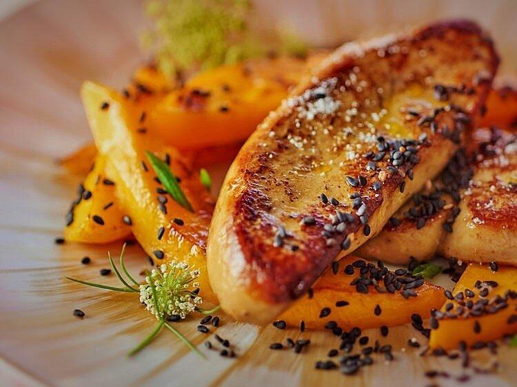 foie_gras_poele_a_la_mangue_et_sesame_noir