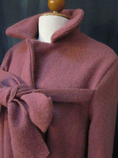 Manteau AGLAE en laine bouillie vieux rose fermé par un noeud (5)