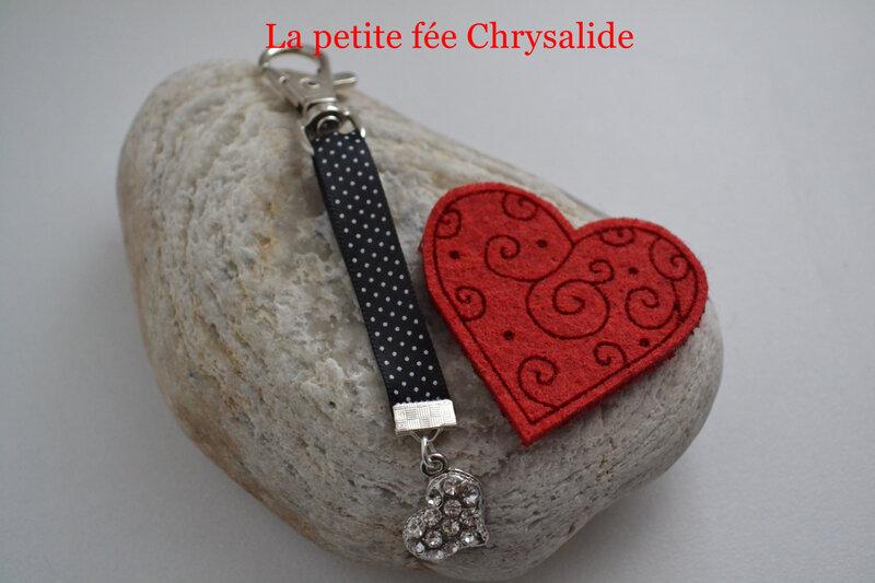 Bijou de sac avec coeur en strass et ruban en satin