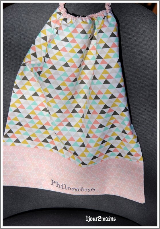 serviette philomene triangles roses