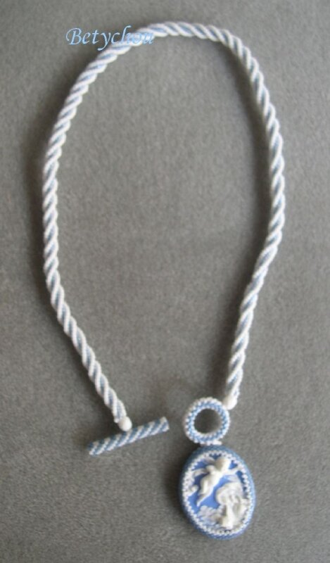 COLLIER ANGES 1