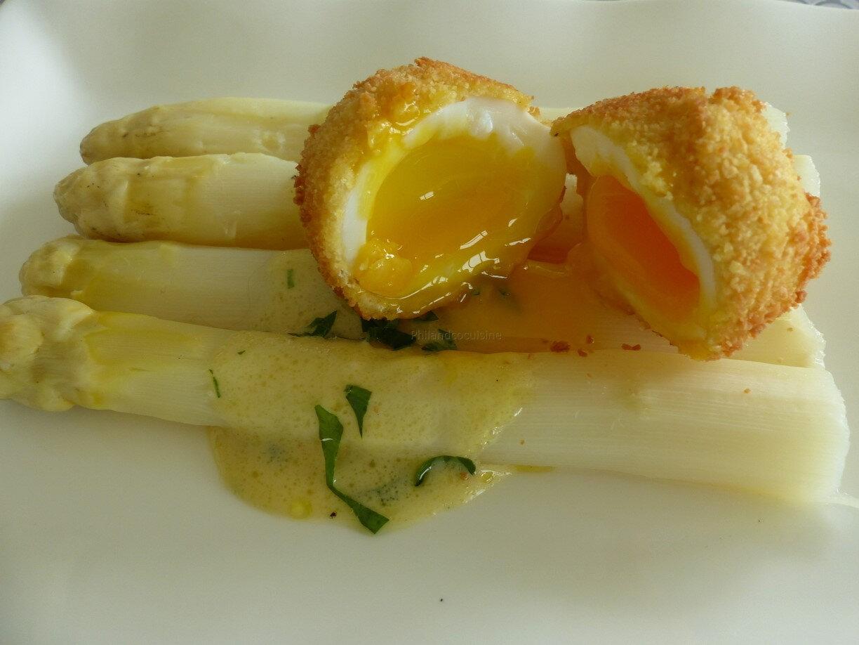Œuf mollet croustillant, asperges à la vinaigrette
