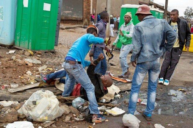 AFRIQUE DU SUD - XÉNOPHOBIE : VOYAGE AU CŒUR DES CAUSES ET DES INTÉRÊTS EN JEUX