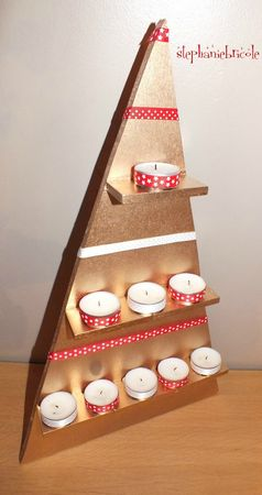 diy d co noel faire soi m me un sapin triangle tout simple en bois un autre calendrier de l. Black Bedroom Furniture Sets. Home Design Ideas