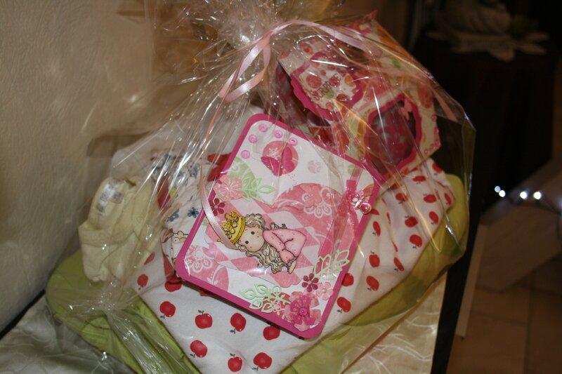 Carte, cupckes et cadeau de naissance 11