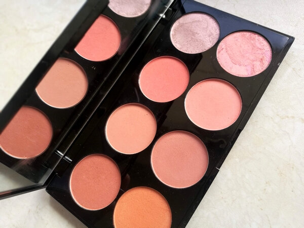 makeup revoluion ultra blush palette hot spice (3)