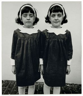 diane_arbus_identical_twins_roselle_new_jersey_1967_d5355096h