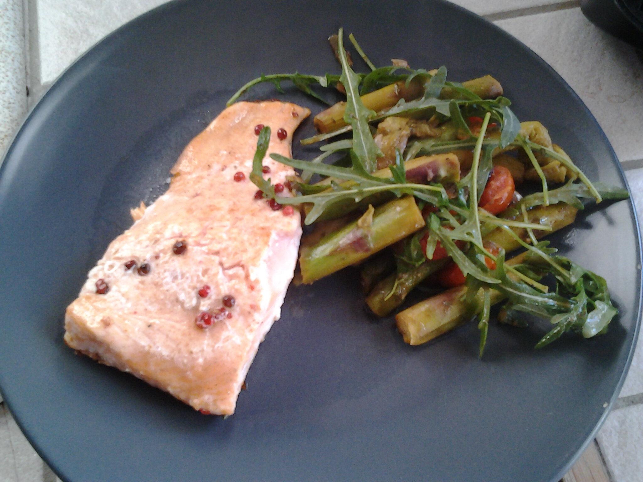 Asperges poêlées et saumon rôti