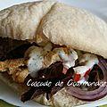 Kebab de poulet sauce blanche et son pain pita