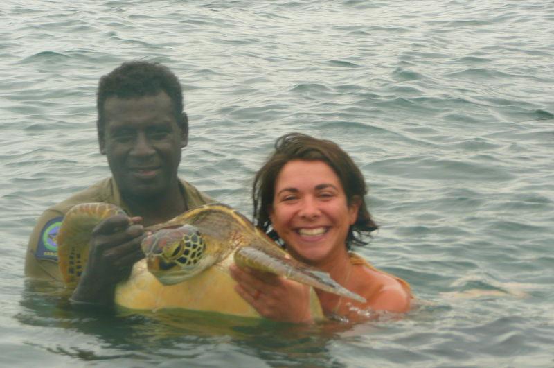 Mathew et Flo avec la tortue