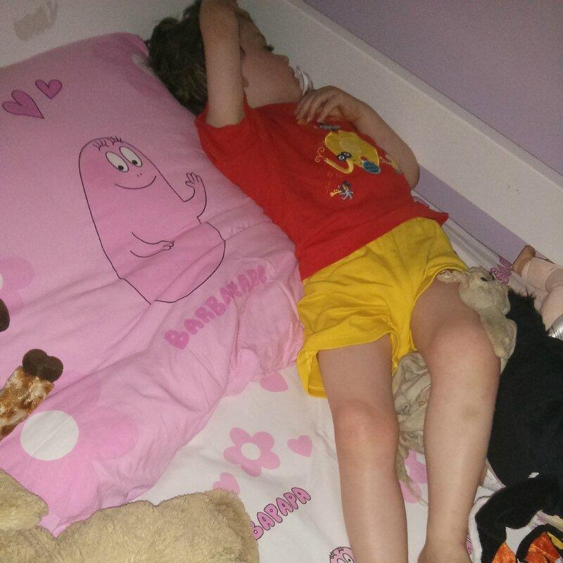 Un instrus dans le lit de SweetPrincess ©Kid Friendly