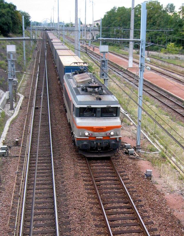 BB 7395 passant à la hauteur de la gare de Talence Médoquine