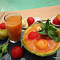Jus et corbeille de fruits