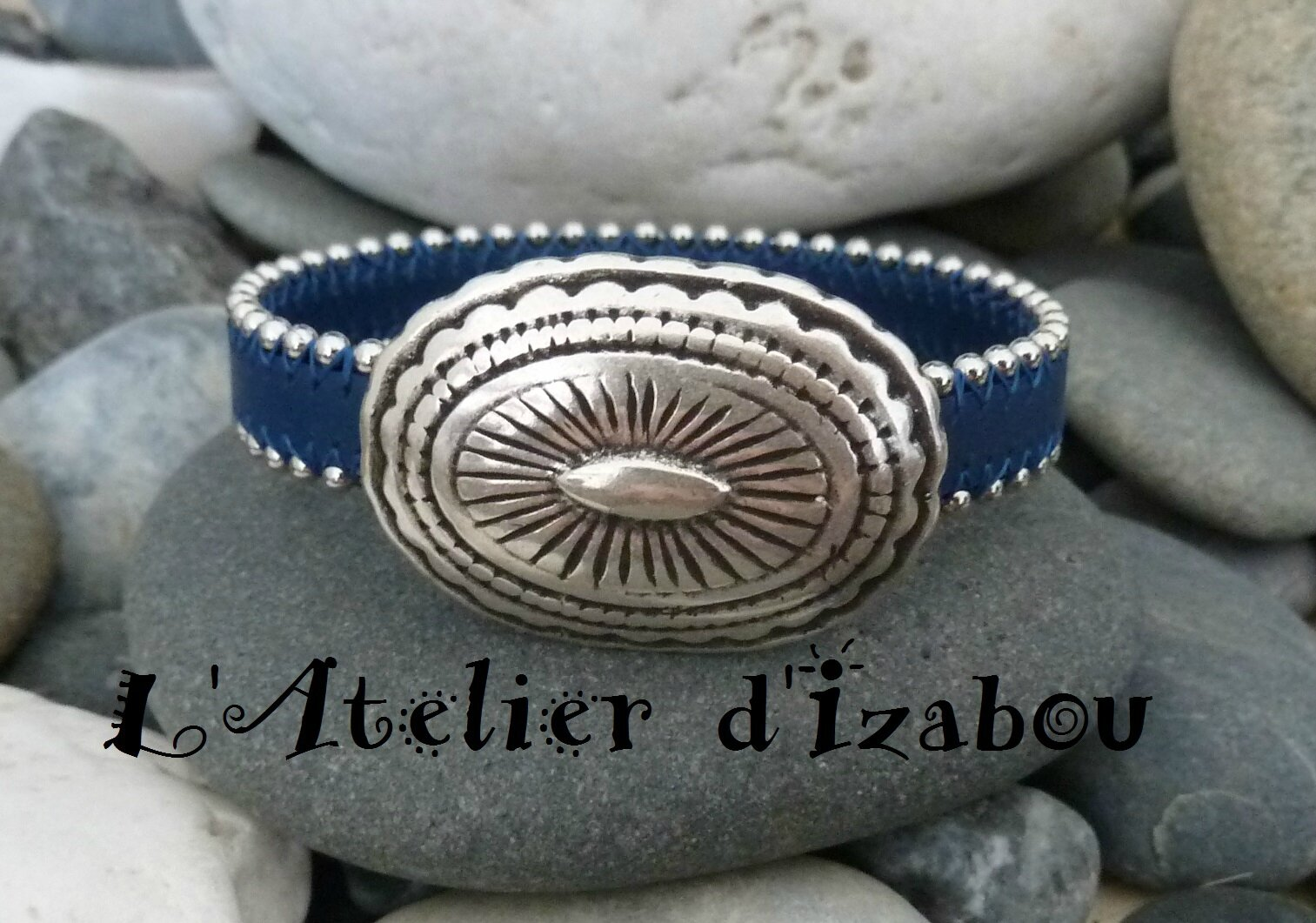 c4c47e7c1c7e P1190415 Bracelet femme cuir bleu marine bordé de chaine boulet et fermoir  boucle de ceinture -