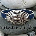 Marine pour le cuir, oval pour le fermoir de ce bracelet en cuir bordé de chaîne et son fermoir style boucle de ceinture !