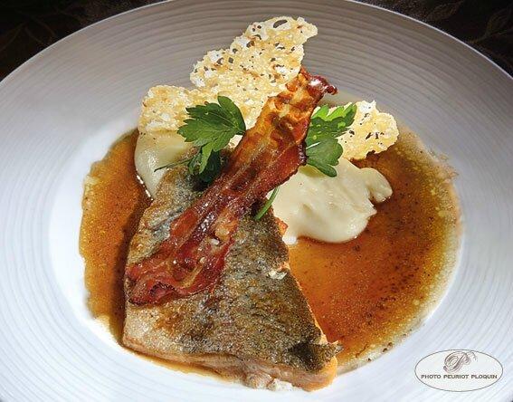 TRUITE_au_lard_et_son_aligot_tuile_au_Cantal_par_Pascal_Doucet_restaurant_Les_Deux_Rivieres_a_Laguepie_82