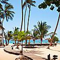 شاطئ دياني على ساحل المحيط الهندي في كينيا