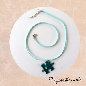 collier pendentif puzzle turquoise strass