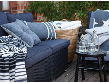Terrace-with-cushions-cotton-blankets