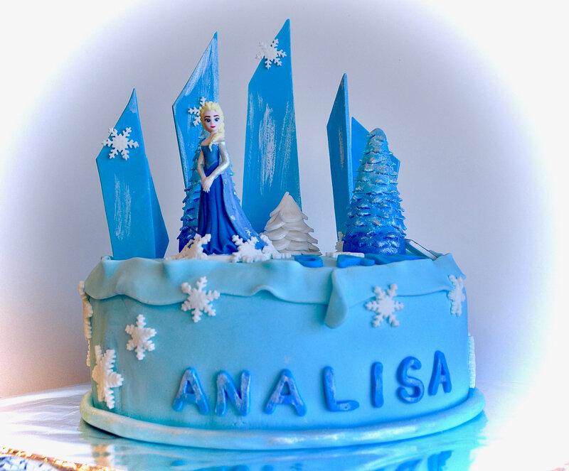 gâteau anniversaire pâte à sucre reine des neige lançon provence salon de provence atelier Mat'carons traiteur location de salle organisations anniversaire cours de cuisine