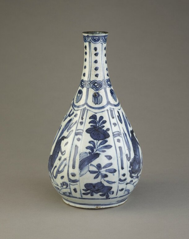 Blue-and-White Bottle, late 16th-early 17th century, Ming dynasty (1368 – 1644)