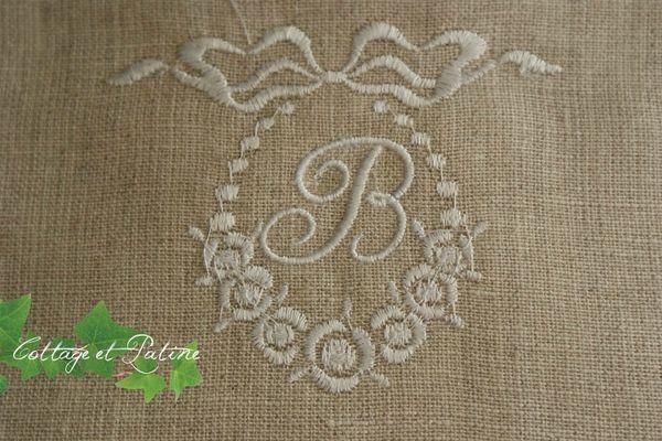 Cottage et Patine monogramme lin médaillon B blanc
