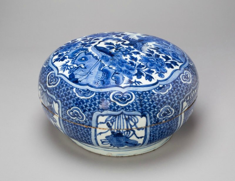 Circular Box with Peacocks, Peonies, and Auspicious Motifs, Ming dynasty (1368–1644), Wanli period (1573–1620)