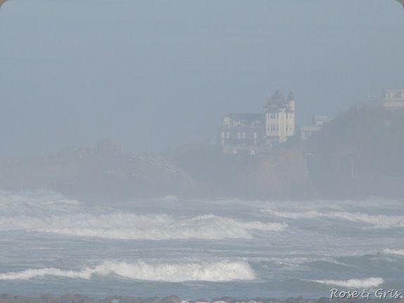 la villa Belza dans la brume