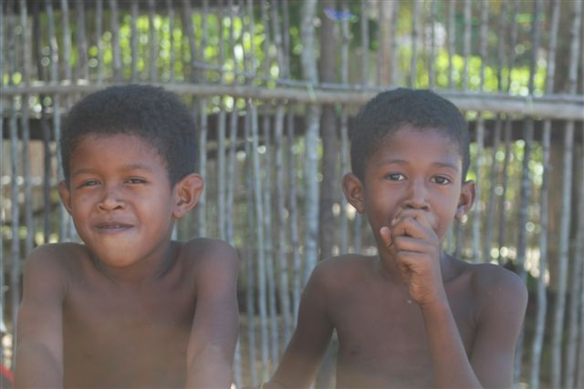 Enfants en pirogue