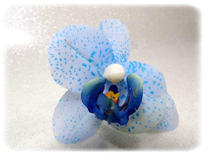 Epingles à chignon Orchidée bleu et perles blanc fait main
