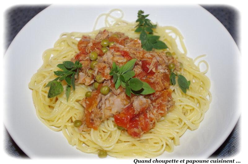 spaghettis à la sauce tomate, aux petits pois et au thon-6539